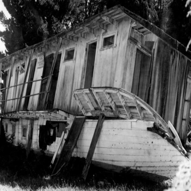 <p>In the 1940s the houseboat was towed to Tapuaeharuru and hauled ashore where she deteriorated in the harsh Taupō weather.</p>