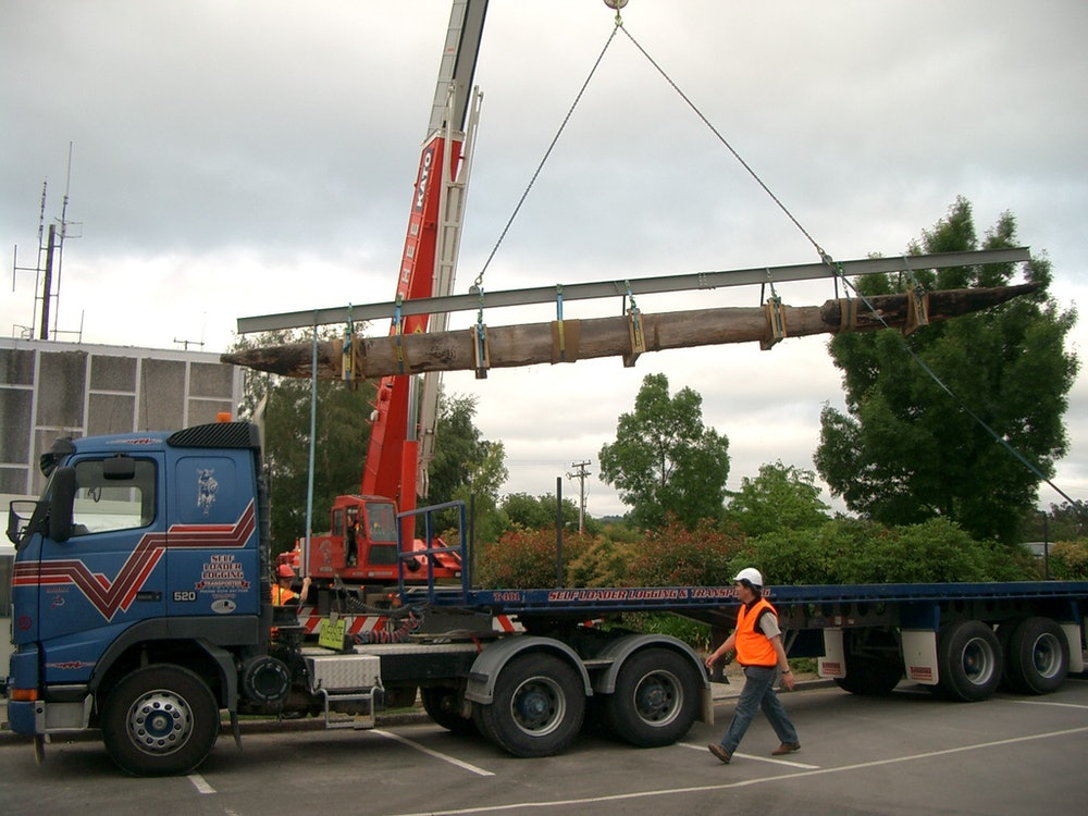 <p>Crane uplifts the waka from its resting place of nearly 40 years.</p>