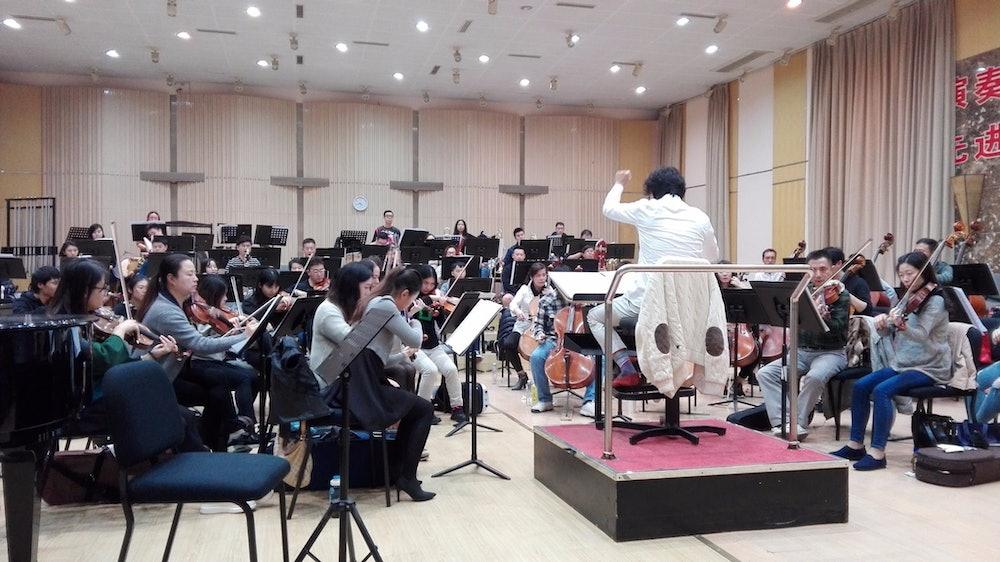 <p>The Shanghai Philharmonic Orchestra rehearsing Louisa Nicklin's piece Moonlit Delirium. Image courtesy of Te Kōkī New Zealand School of Music.</p>