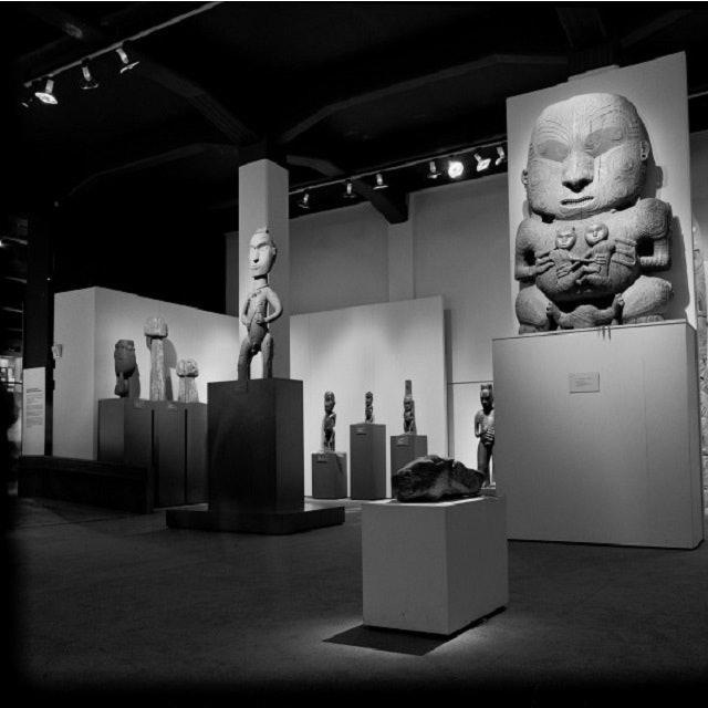 <p>A shot of <em>Te Maori </em>installation at the National Museum (now Te Papa Tongarewa) in 1986</p>