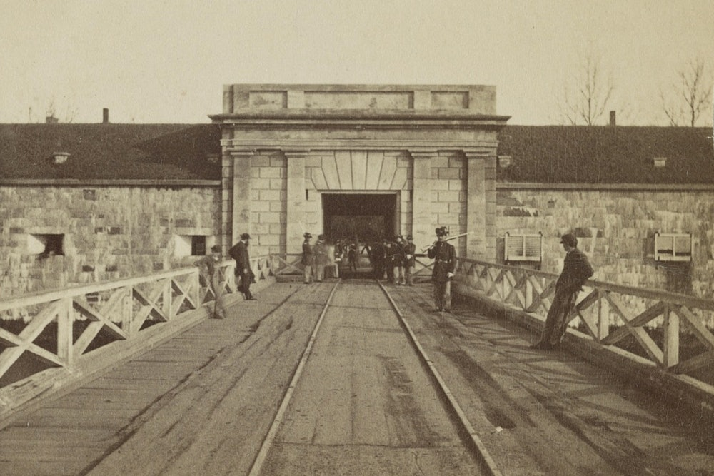 <p><strong>Fort Monroe, main entrance and bridge over which slaves escaped to freedom</strong></p>