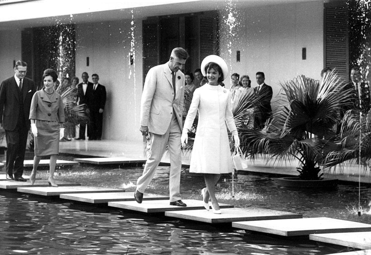 <p>American Ambassador to India, John Kenneth Galbraith and First Lady Jaqueline Kennedy in New Delhi</p>