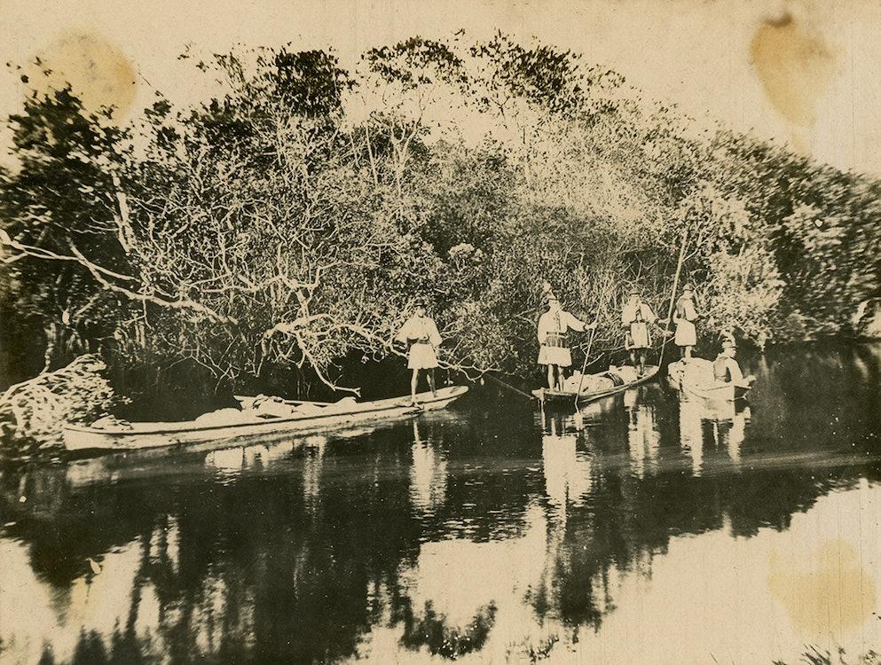 <p>Seminoles in canoe on the New River.</p>