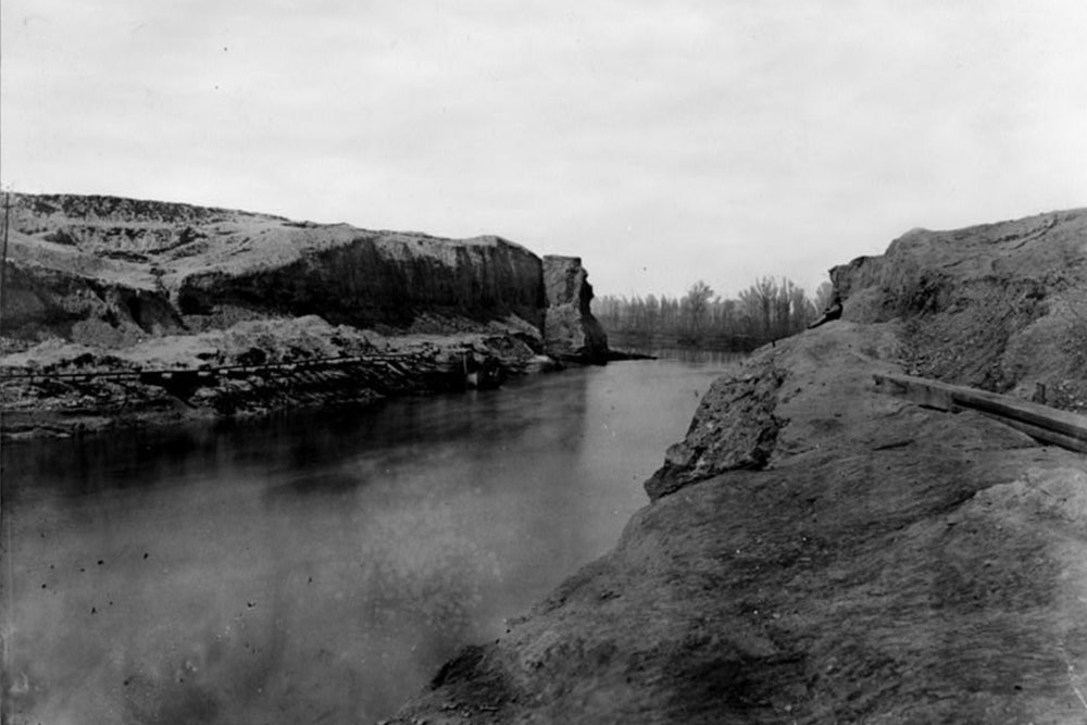 <p>A view of the completed Dutch Gap Canal, April 1865</p>