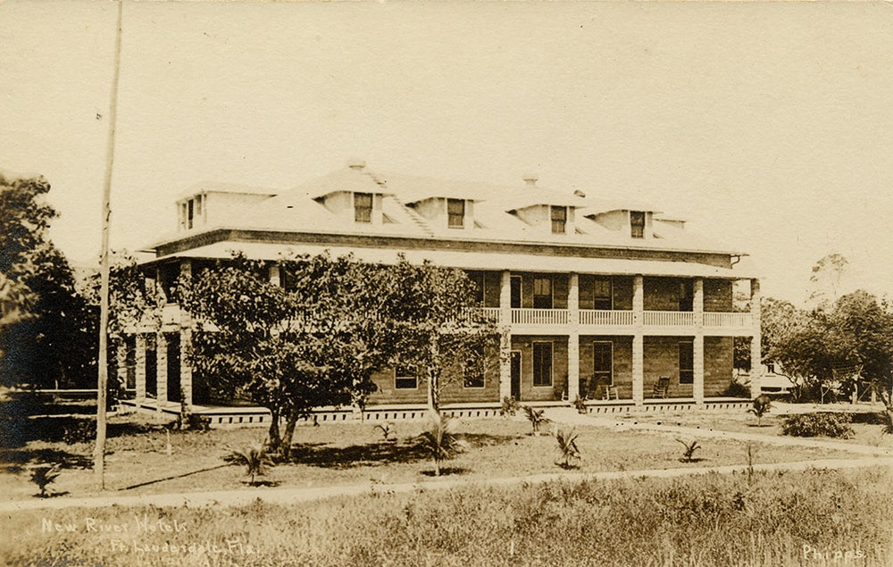 <p>View of the New River Hotel (New River Inn), ca. 1914.</p>