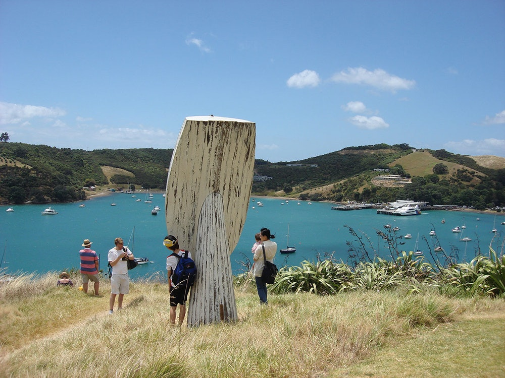 <p>Paul Radford's <em>Flotsam</em> was popular as a photo opprtunity at the 2009 exhibition. The work is now at Alison Park in Oneroa on Waiheke Island.</p>