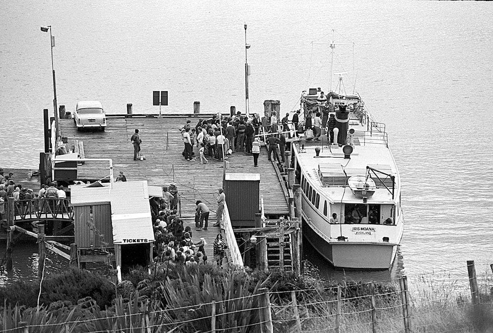 <p>Iris Moana at Matiatia Wharf, 20th October 1984. <em>Gulf News collection.</em></p>