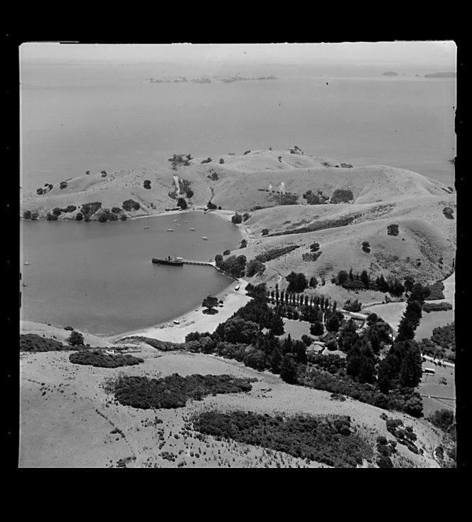 <p>Mataitai Bay, Oneroa, Waiheke Island, Auckland, 29th January 1954. Whites Aviation Ltd :Photographs. Ref: WA-34328-F. Alexander Turnbull Library, Wellington, New Zealand. http://natlib.govt.nz/records/23529655</p>