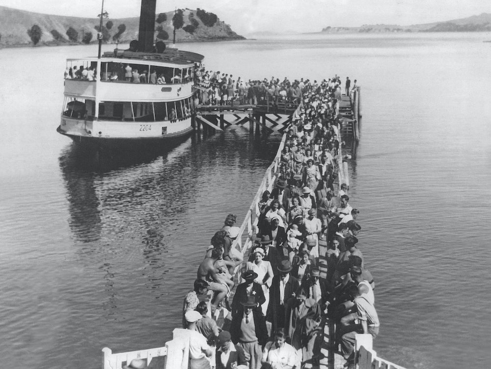 <p>The Peregrine off loading passangers at Matiatia wharf, 1940s.<br><em>Waiheke Historical Society collection.</em></p>