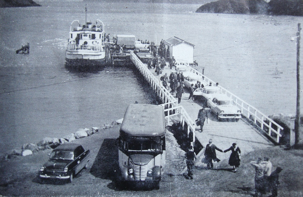 <p>Matiatia wharf and buses. Waiheke was for lovers even in the 1950s.<br><em>Waiheke Historical Society collection.</em></p>