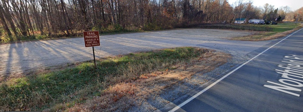 <p>Trail head parking sign</p>